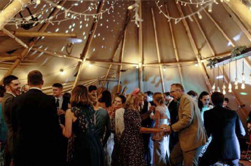 Nollaigs-Tipi-Wedding