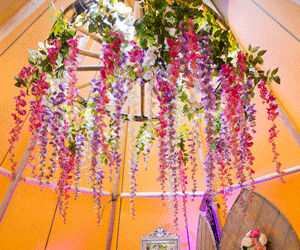 Artificial flowers & foliage